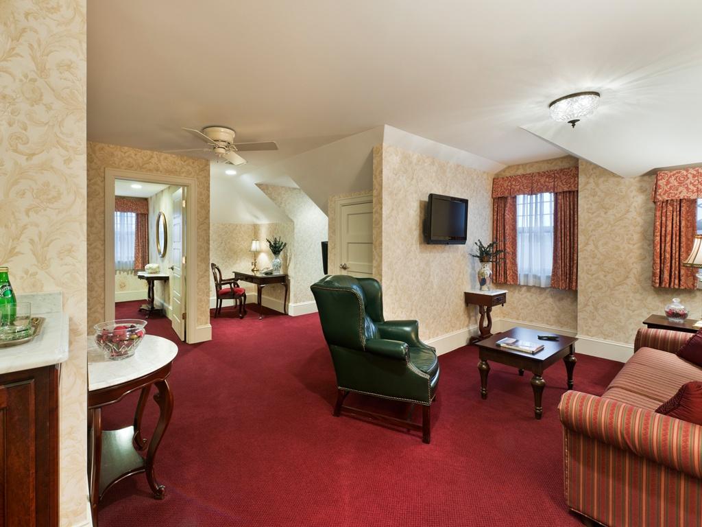 Amazing Hotel Suite Living Room 1024 x 768 · 608 kB · jpeg