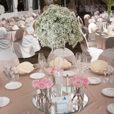 Floral Center Piece by Hoffman Design Group at The Radnor's Wedding Open House, Photo Credit: Larmon Studios