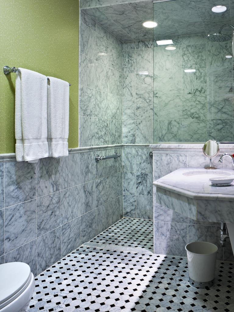 Wayne Hotel's Superior Bathroom